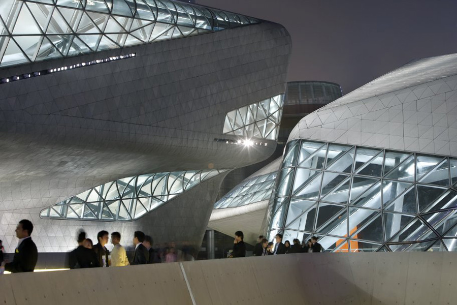 guanzhou-opera-house_built_exterior_hufton-and-crow